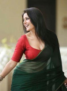 Archanna Guptaa hot saree stills. Indian Model and Actress Archanna Guptaa hot cleavage stills in green saree and red blouse. Beautiful Girl Indian, Most Beautiful Indian Actress, Beautiful Actresses, Glam Photoshoot, Saree Photoshoot, Indian Photoshoot, Hot Actresses, Indian Actresses, Beautiful Models