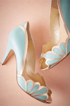 Georgeous Vintage Fur Coats - Vintage Shoes – Buy a pair of bridal shoes sydney bridal wedge shoes or shoes boots on DHgate. Pretty Shoes, Beautiful Shoes, Cute Shoes, Me Too Shoes, Blue High Heels, Shoe Boots, Shoe Bag, Green Wedding Shoes, Colorful Wedding Shoes