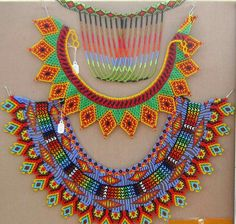 Love the design built into the connecting strands on the bottom piece. Beaded Jewelry, Handmade Jewelry, Jewellery, Native Beadwork, Beaded Crafts, Beaded Collar, Native American Beading, Weaving Patterns, Beads And Wire