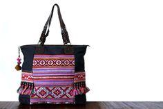 Voilà le MAXI City bag par excellence, mode, grand, tendance et coloré, il convient parfaitement Mode Unique, Sac Week End, Mode Vintage, Diaper Bag, Jade, Miniatures, Shoulder Bag, Couture, Fashion