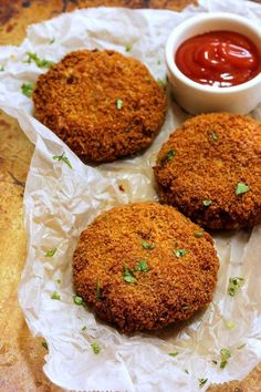 Oats and Rajma cutlet is a delicious combination of rajma potato and saffola oats spiced up masalas. It is a great tea time snack or also can be served as appetizer for party or pack to kids snack box. Serve them with Dhaniya pudina chutney and masala ch Veg Recipes, Indian Food Recipes, Vegetarian Recipes, Cooking Recipes, Snack Recipes, Dinner Recipes, Healthy Recipes, Vegetarian Protein, Healthy Protein