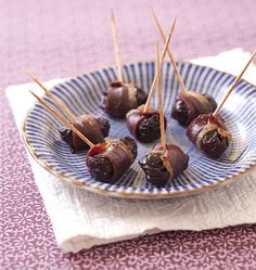 Pruneaux au lard (bacon, magret de canard fumé ou jambon cru) - Recettes de cuisine Ôdélices