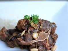 i Love this stuff.. have to make it soon! Oxtail and white rice - Jamaican Recipe