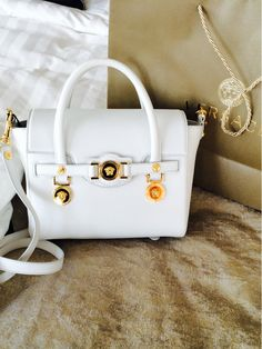 Love this Versace bag. Versace Fashion a2b7082011cfe