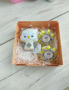 Gift set for a girl. It includes a toy owl made of felt about 8cm = 3.15 . A pair of hair ties with pictures. With owls. Hair ties are hand-sewn from rep ribbons. Yellow and gray. Birthday Favors, Party Favors, Girls Hair Accessories, Gifts For Girls, Hair Ties, Hand Sewn, Ribbons, Owls, Nursery Decor