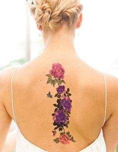 Idée tatouage : des fleurs aux jolies couleurs