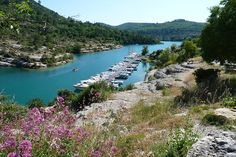 Downstream of the Grand Canyon du Verdon and Lake Sainte Croix Lake Esparron Verdon is bordered by coves and cliffs overlooking the turquoise waters and gorges with calm waters. © André Pommiès
