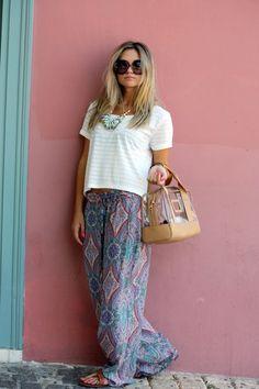those palazzo pants i love. , H in T Shirts, Zara in Harem / Baggy Pants, Bimba & Lola in Bags, prada in Glasses / Look Boho Chic, Looks Chic, Looks Street Style, Looks Style, Bohemian Mode, Bohemian Style, Bohemian Bag, Hippie Style, Hippie Chic