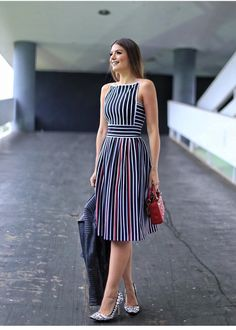 Striped Dresses 2018 Outfits Ideas Striped dresses are one of the evergreen fashion trends that work effortlessly. Stripes can go wrong if you don't wear them correctly, told stripes can make a person appear wider.But the addi… Simple Dresses, Cute Dresses, Beautiful Dresses, Casual Dresses, Short Dresses, Summer Dresses, Dress Outfits, Fashion Dresses, Fashion Clothes