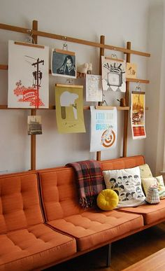 wandgestaltung wohnzimmer mit Holzrahmen und bildern als coole wanddeko zum sofa… wall design living room with wooden frame and pictures as a cool wall decoration to the orange sofa Decor, Furniture, Room, Interior, Home Decor, House Interior, Hanging Artwork, Interior Design, Hanging Art