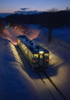 Train in the snow, Japan Beautiful World, Beautiful Places, Aesthetic Japan, Train Art, Japan Photo, Great Pic, City Landscape, Train Tracks, Aesthetic Backgrounds