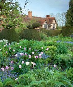 Great Dixter English Gardens