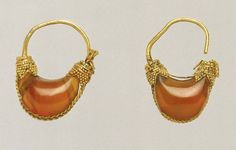 Gold and carnelian boat-shaped earring | Greek | 5th - 4th century BC