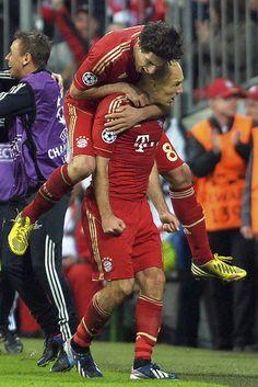Bayern de Munich 4 FC Barcelona 0 http://www.rtve.es/deportes/20130423/bayern-desintegra-barca-se-asoma-wembley/647900.shtml