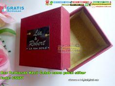 Box Perhiasan Kecil Cetak Nama Pakai Stiker Hub: 0895-2604-5767 (Telp/WA)Box Perhiasan , Box Perhiasan ukuran kecil ,Box Perhiasan bentuk persegi , Box Perhiasan unik , Box Perhiasan harga murah , Box Perhiasan lucu , Box Perhiasan aneka warna , Box Perhiasan simple #BoxPerhiasanbentukpersegi #BoxPerhiasananekawarna #BoxPerhiasanlucu #BoxPerhiasanhargamurah #BoxPerhiasanunik #BoxPerhiasansimple #BoxPerhiasan #souvenir #souvenirPernikahan
