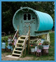 Such a cute little gypsy caravan! Love it :)