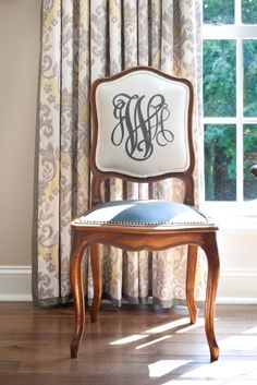 Monogrammed dining chair, perfect for my dinning room. Sweet Home, Banquettes, Take A Seat, Dining Room Chairs, Office Chairs, Dining Table, Furniture Makeover, Decoration, Painted Furniture
