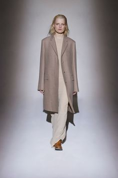 The Row Fall 2016 Ready-to-Wear Collection Photos - Vogue Yves Saint Laurent, Fall Collections, Minimal Fashion, Vogue Paris, New York Fashion, City Fashion, Fall 2016, Autumn Winter Fashion, Fall Winter