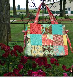 Dress Up a Patchwork Bag with Decorative Ties 2019 Girls in the Garden: Charm Pack Bag Tutorial The post Dress Up a Patchwork Bag with Decorative Ties 2019 appeared first on Bag Diy. Crazy Patchwork, Patchwork Bags, Small Sewing Projects, Diy Projects, Patchwork Tutorial, Tote Pattern, Bag Patterns, Sewing Patterns, Quilted Tote Bags
