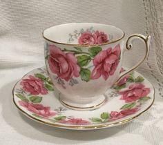 Inglés vintage de Bell & Saucer - Demi, una medida de taza de té de China de…