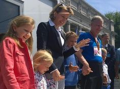 twitter: King Philippe of Belgium took part in the 20 km van Brussel run, May 18, 2014-The Belgian Royal Family-Princess Elisabeth, Princess Eléonore, Queen Mathilde, Prince Emmanuel, King Philippe and Prince Gabriel