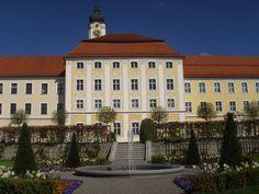 Kloster Roggenburg mit Klostergarten