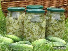 Sałatka z młodej kapusty, ogórków i cebuli How To Make Pickles, European Dishes, Homemade Pickles, Polish Recipes, Polish Food, Meals In A Jar, Slow Food, Canning Recipes, Food Design