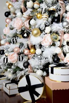 For many people, decorating for Christmas can prove to be a bit difficult. This is where we come in to give tips and ideas to make your holiday more festive. decor ideas for living room rose gold Christmas Living Room Makeover - HomeGoods White Xmas Tree, Rose Gold Christmas Tree, Rose Gold Christmas Decorations, Live Christmas Trees, Elegant Christmas, White Christmas, Thanksgiving Decorations, Christmas Lights, Outdoor Christmas