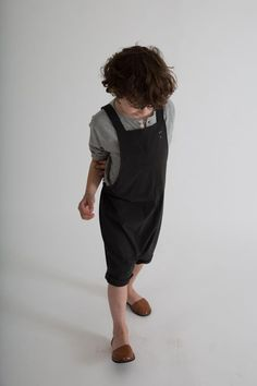This season's Salopette has a shorter leg for warm weather comfort. Elasticated waist at the back and cross-tie straps with button closure. Perfect for boys & girls. Gray Label, Short Legs, Warm Weather, Fashion Backpack, Organic Cotton, Overalls, Grey, Boys, Pants