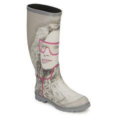 Nieuw van het hippe merk Be-Only zijn deze super leuke regenlaarzen! De buitenzijde van deze trendy regenlaarzen is gemaakt van natuurrubber. Natuurrubberen regenlaarzen bestaan uit duurzame materialen en zorgen voor extra comfort. Ze hebben een prettige loopzool, een goede ondersteuning voor je voet en gaan veel langer mee dan een regenlaars die gemaakt is van PVC. Verkrijgbaar bij Hipinderegen.nl. / Be Only wellies