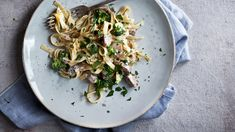 Kremet tagliatelle med brokkoli og sopp Vegetarian Eggs, Spaghetti, Ethnic Recipes, Food, Meal, Essen, Hoods, Meals, Eten