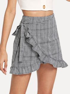 To find out about the Frill Trim Knot Side Plaid Wrap Skirt at SHEIN, part of our latest Skirts ready to shop online today! Fall Fashion Skirts, Look Fashion, Fashion Dresses, Womens Fashion, Mode Outfits, Skirt Outfits, Dress Skirt, Diy Vetement, Chor