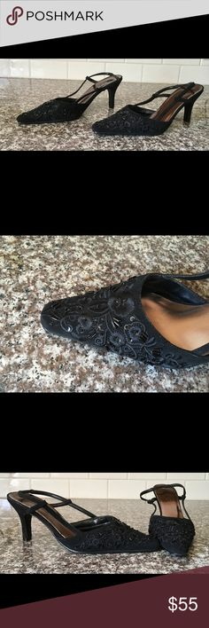 Vintage🌹Beautiful Beaded Sling backs! 🌹EUC! Look at the gorgeous Embroidery and bead work!! Shoes are in Excellent Used Condition! Vintage Shoes