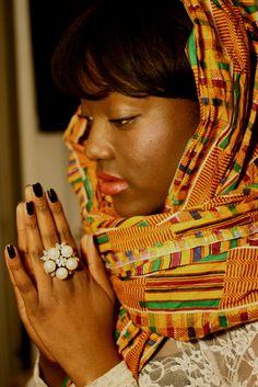 TRIP DOWN MEMORY LANE: KENTE CLOTH: GHANA`S ASHANTI CULTURAL HERITAGE TO THE WORLD`S FASHION CIVILIZATION http://kwekudee-tripdownmemorylane.blogspot.com/2012/12/kente-cloth-ghanas-ashanti-cultural.html