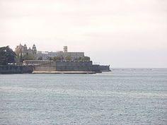 El Baluarte de la Candelaria es una fortificación de Cádiz de la Edad Moderna. Aprovechando una elevada punta de tierra, fue construido en 1672  Protegido por un resistente muro que hace de rompeolas, con sus cañones se dominaba el canal de acceso al puerto.