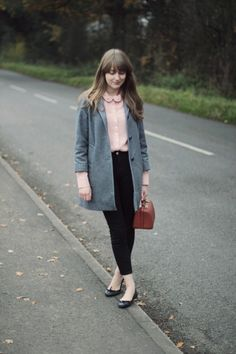 grey a-line winter pea coat with buttons, dusty rose pink peter pan collar blouse Mode Style, Style Me, Classic Style, Pretty Outfits, Cute Outfits, Look Fashion, Fashion Outfits, Looks Street Style, Zooey Deschanel