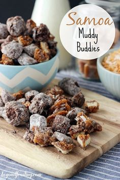 Muddy Buddies, aka Puppy Chow, is one of the most addictive snacks around. Enjoy these 27 marvelous muddy buddy recipes. Mini Desserts, Just Desserts, Delicious Desserts, Yummy Food, Plated Desserts, Gourmet Desserts, Tasty, Puppy Chow Recipes, Chex Mix Recipes