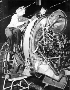 Republic P-47D Thunderbolt engine install, 1944.