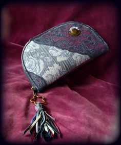 Handmade by Judy Majoros - Fringe wallet-clutch with rose decorations, and lace and leather fringe. Rose Decor, Bagan, Leather Fringe, Clutch Wallet, Decorations, Lace, Handmade, Hand Made, Dekoration