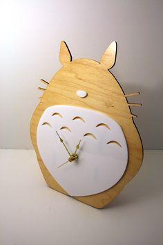 Custom Totoro Clock...sooo awesome.  Want!