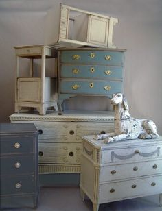 [CasaGiardino] ♛ Swedish chests of drawers at Cupboards & Roses Swedish Antiques Swedish Decor, Swedish Style, Swedish Design, Swedish Cottage, Annie Sloan, Antique Interior, Swedish Interiors, Vibeke Design, Vintage Furniture