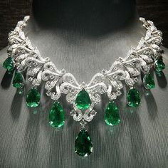 #ILOVEemeraldsICanNotLie   If you know who is this amazing Emerald and Diamond necklace by please let me know.  I am so in love with this beauty  Repost from @hktdclifestyle #EmeraldGoals!   @jewelry_goals