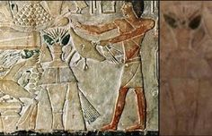 (Ancient drawings of aliens in the Egyptian, 400 B.C.)
