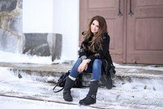 Instagram: @mungoanna / Details: http://www.mungolife.fi  / Alexander Wang Kristen, poncho sweater, Zara