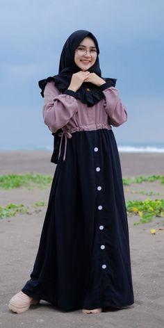Abaya Fashion, 80s Fashion, Fashion Outfits, Modest Fashion, Fashion Brands, Fashion Tips, Muslim Women Fashion, Islamic Fashion, Mode Abaya
