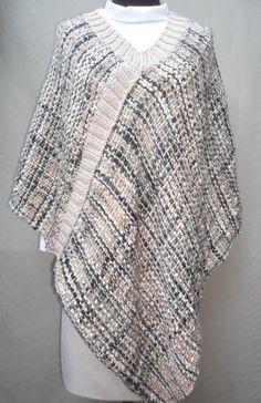 Poncho tejido en telar Textiles, Loom Weaving, Weaving Techniques, Crochet Clothes, Knit Crochet, Pin Up, How To Make, How To Wear, Chiffon
