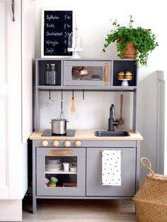 Looking for inspiration and DIY tutorials to hack the Ikea's Duktig kid play kitchen ? We are totally a fan of Ikea hack. This time with the Ikea Duktig kid play kitchen, it's actually more makeovers than hacks. Ikea Kids Kitchen, Diy Play Kitchen, Ikea Kitchen Cabinets, Kitchen Decor, Kitchen Hacks, Ikea Childrens Kitchen, Room Kitchen, Ikea Hack Kids, Ikea Hacks