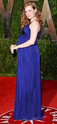 WHOA!!! She's preggers!!! Had no idea. Amy Adams everybody!! Let's give her a round of applause for pulling off such a beautiful gown.