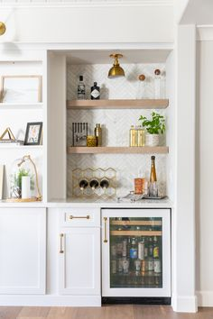 Built In Shelves Living Room, Living Room Bar, Home And Living, Bar In Dining Room, Storage In Living Room, Cabinets In Dining Room, Diy Built In Shelves, Living Rooms, Dining Room Shelves