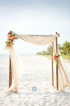 39   Naples, Florida - Amy, beautiful bride in the beach!    Ph: Set Free Photography    #beachwedding #bridaldress #realbride   lesposedigio.com
